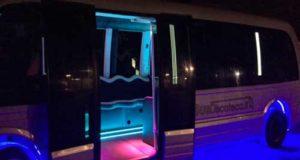maxi schermi su limobus 15 posti
